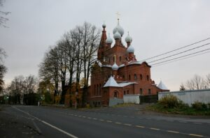 КГИОП завершил реставрацию фасадов церкви Серафима Саровского в Петергофе