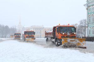Комитет по благоустройству: Утром на уборку снега в Петербурге выехали 578 машин