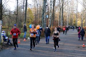 Вирус бегу не помеха: в Удельном парке прошёл последний легкоатлетический старт сезона