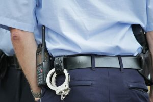 Полиция задержала шестерых человек, устроивших драку и стрельбу на проспекте Тореза
