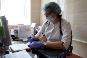Смольный выделил средства на лекарства амбулаторным ковидникам и машины для врачей