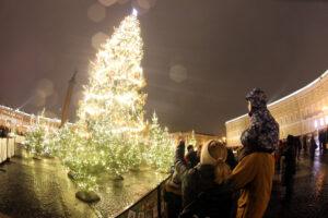 Смольный: 31 декабря объявлено в Петербурге выходным днём