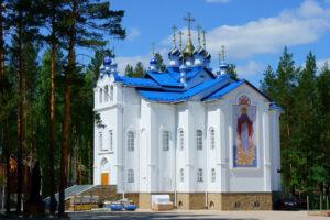 Силовики взяли штурмом монастырь уральского экс-священнослужителя Сергия