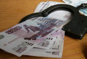В Петербурге по подозрению в получении миллионной взятки задержали сотрудника НИИ уха, горла, носа