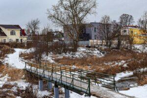 В посёлке Старо-Паново завершилось восстановление пешеходного моста через реку Дудергофку