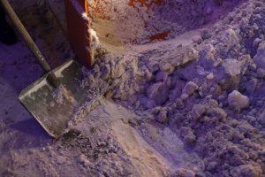 На Камчатке туристы попали под обвал льда на Вилючинском водопаде