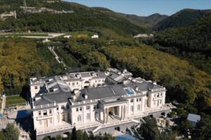 Ротенберг заявил, что является собственником «дворца» в Геленджике