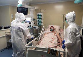 Смольный заявляет о 24% свободных коек для коронавирусных больных в городе
