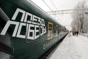 Люди, манекены, люди: в Гатчину прибыл «Поезд Победы»