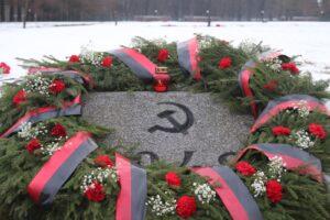 Беглов и Макаров поздравили петербуржцев с Ленинградским Днём Победы