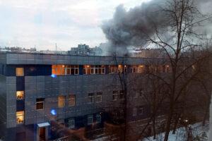 Пожар по повышенному рангу тушили на Петроградской стороне