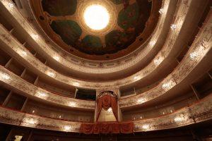 В Михайловском театре открылся мобильный пункт вакцинации от коронавируса