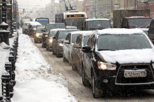 В Петербурге поймали автомобилиста, «прокатившего» на капоте полицейского