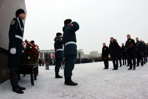 Беглов и Макаров поздравили петербуржцев с Днём защитника отечества