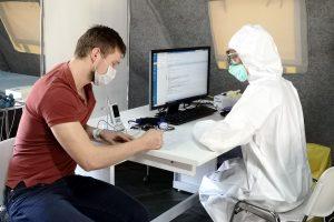 За сутки в Петербурге обследовали на коронавирус больше 11,6 тыс. человека