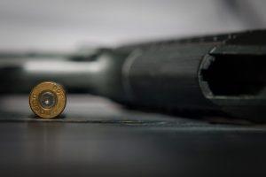 В Луге поймали ревнивого менеджера, стрелявшего на улице из пистолета