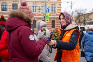 Петербургские волонтёры выполнили более 5 тысяч заявок от горожан