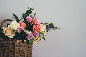 Волонтёры акции #МыВместе подарят женщинам цветы