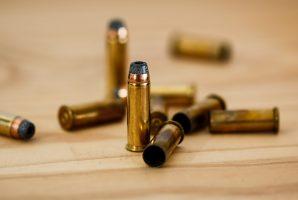 В Приморском районе задержали хулигана, открывшего стрельбу с балкона своей квартиры