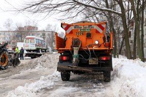 За праздничные дни с дорог Петербурга вывезли почти 140 тыс. кубометров снега