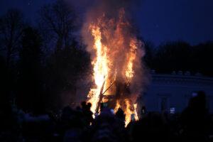 Сожгите уже эту слякоть: в Петербурге отпраздновали Масленицу