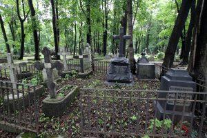 В Петербурге задержали серийного разрушителя надгробий