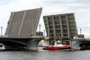 В Петербурге в ночь на 10 апреля начнут разводить мосты